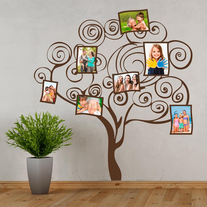 Simulación sobre pared de un arbol de vinilo personalizado con fotos
