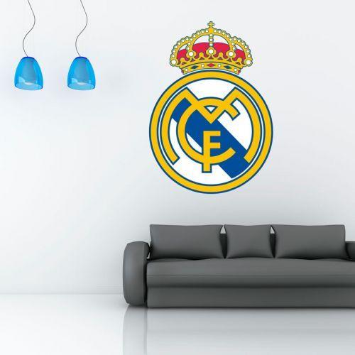 Simulación de colocación vinilo de pared escudo Real Madrid